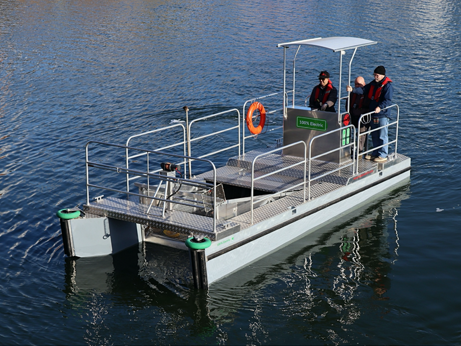 Electric Trash skimmer boat